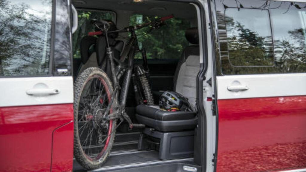 PLASS: Har du først oppdaget Multivan- eller Caravelle-konseptet, får man ikke lyst på vanlig bil igjen. Alt får plass inni. Foto: JAMIESON POTHECARY