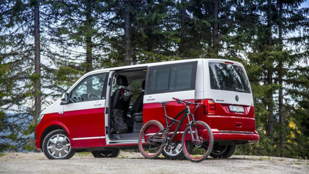EKTE FLERBRUKER: Med Multivan får du med rette en flerbruksbil der du får plass til alt. Antrukket i Generation SIX utstyrspakke, blir du lagt merke til også. Foto: JAMIESON POTHECARY