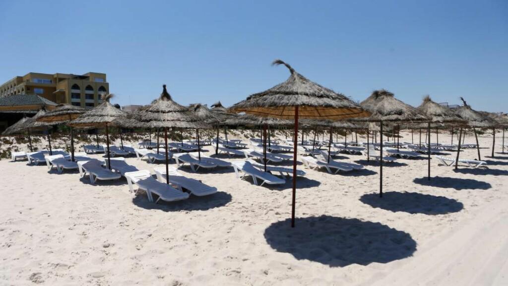 INGEN TURISTER Å SE: Terrorangrepet i Tunisia i sommer har rammet turistindustrien. 38 mennesker ble drept da en bevæpnet person tok seg inn på stranda og begynte å skyte på turister. Foto. EPA/MOHAMED MESSARA