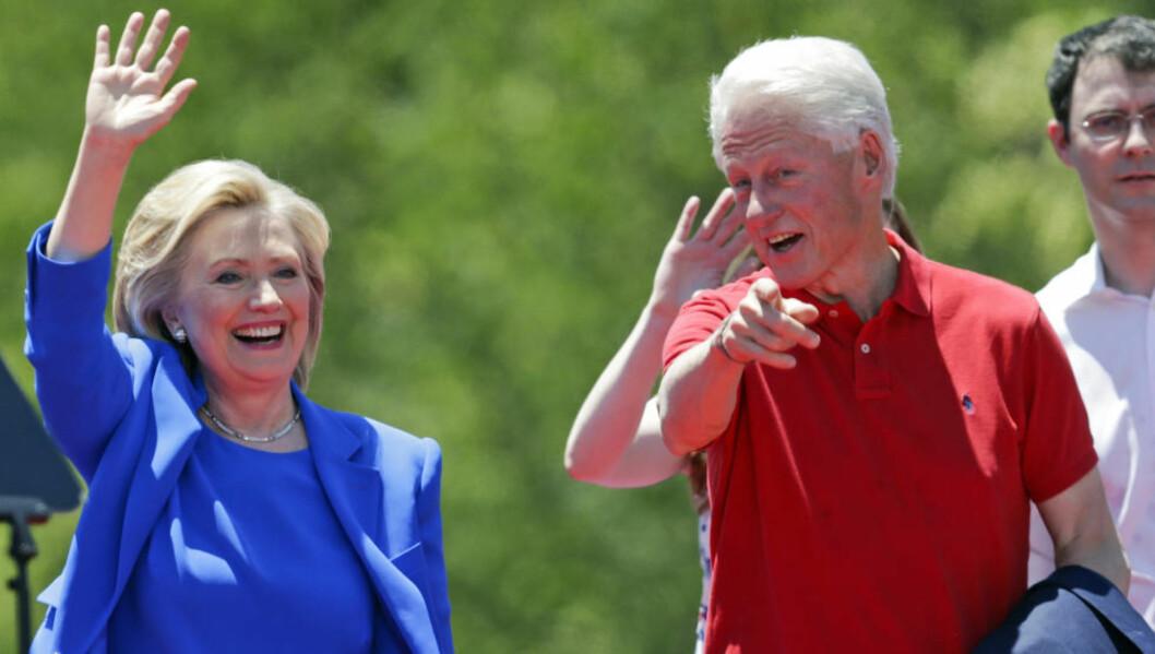 I SIGET: Hillary Clinton, her med ektemann og ekspresident Bill. Foto: Frank Franklin II / AP / NTB Scanpix