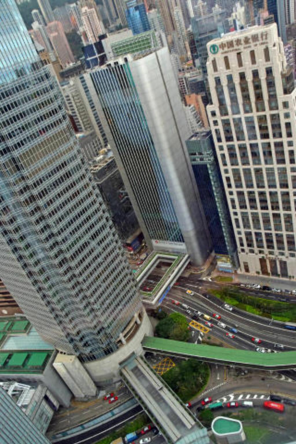 HØYT: Hong Kongs skyline er kanskje byens aller største attraksjon. Foto: MARI BAREKSTEN