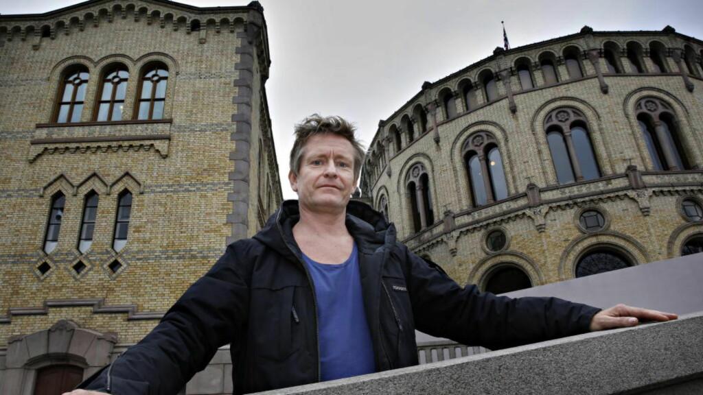 FORSTÅR HANSSON:  Henrik Mestad spiller statsminister i TV 2-serien «Okkupert». Han har forståelse for at MDGs Rasmus Hansson føler behov for å minne om partiets prosjekt, med påpeker at «Okkupert» ikke har prøvd å si noe om partiprogrammet til MDG. Foto: Jacques Hvistendahl / Dagbladet