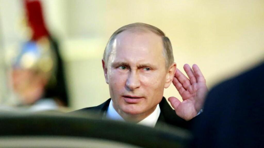 LUTTER ØRE: Russisk etteretning er aktiv i Norge. Her er president Putin avbildet i Paris tidligere denne måneden.  Foto: Jacques Brinon/ AP / NTB Scanpix