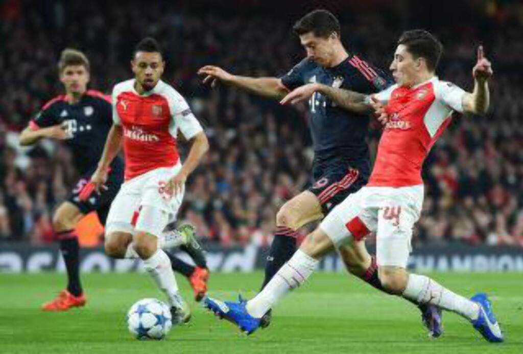 TEMMET: Bayern-spiss Robert Lewandowski ble passet godt på av Arsenal-forsvaret, inkludert Hector Bellerin. Foto: Scanpix