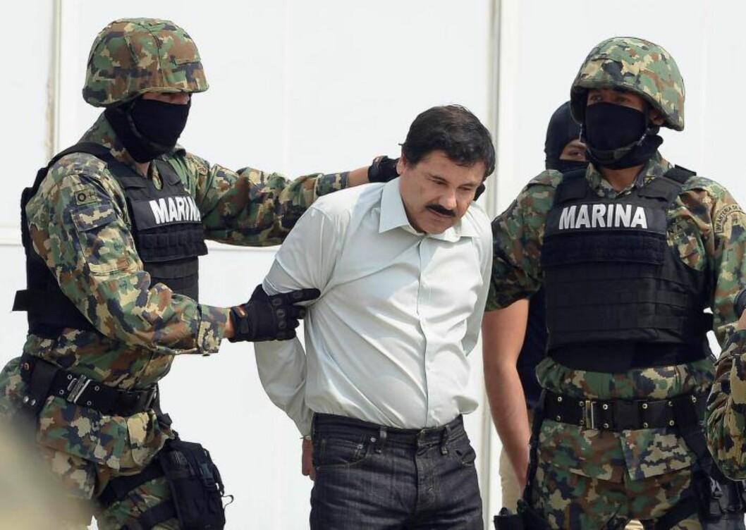 PÅGREPET: Guzmàn var en av verdens mest ettersøkte menn  da han ble pågrepet i fjor 13 års flukt. I sommer rømte han, og han fra fengsel, og er nok en gang på flukt. Foto: Alfredo Estrella / AFP / Scanpix