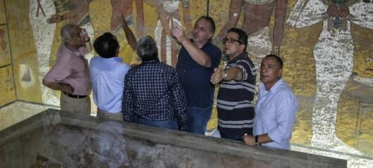 Reparerer skadet Tutankhamon-maske