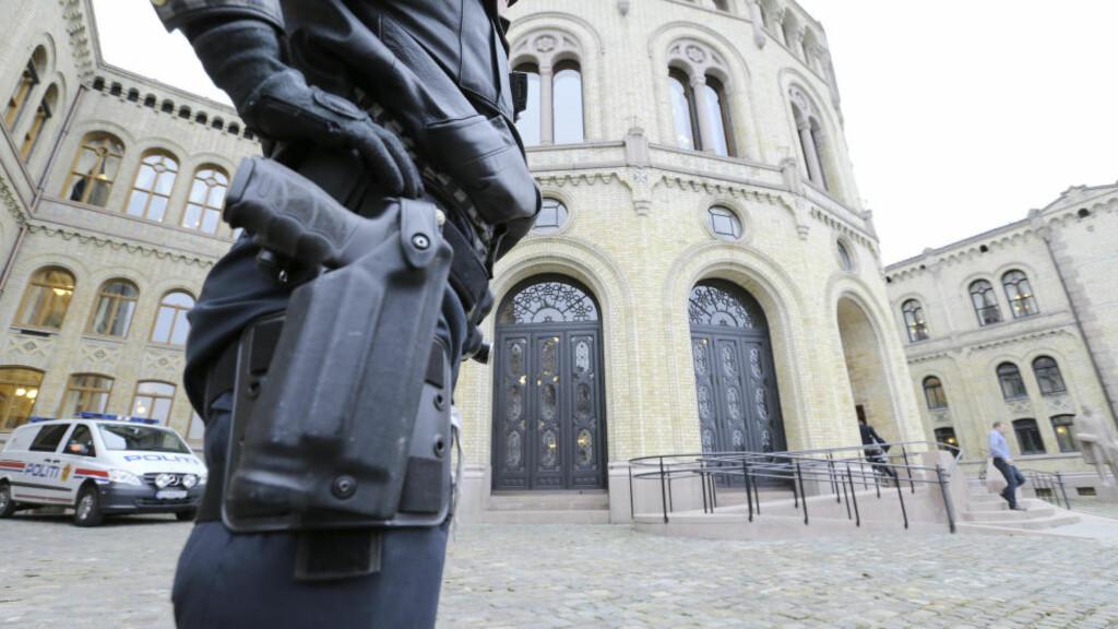 FORLENGET:  Bevæpningen av norsk politi gjelder i denne omgang fram til 25. desember. Illustrasjonsfoto:Terje Pedersen, NTB Scanpix.