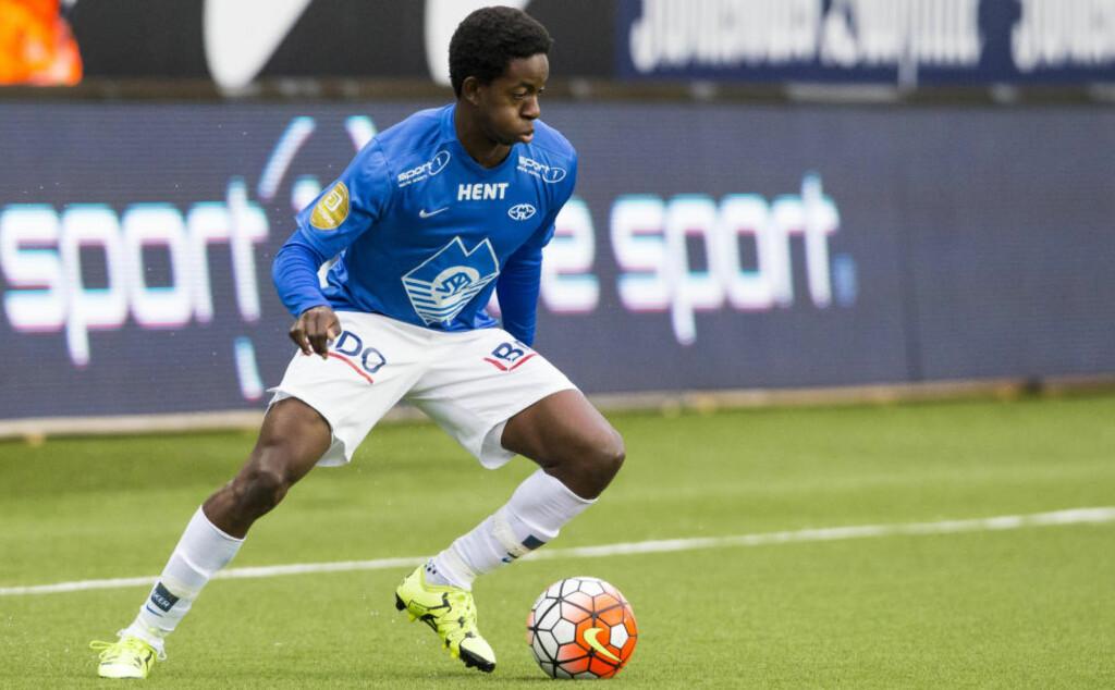 GLEDER SEG: Molde-spiss Mushaga Bakenga tror han vil bli en bedre fotballspiller med Ole Gunnar Solskjær som trener. Foto: Svein Ove Ekornesvåg / NTB Scanpix
