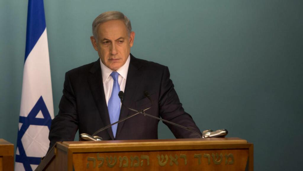 KRITISERES: Netanyahu mottok ikke bare kritikk fra sine motstandere, men også støttespillerne, da han i dag hevdet at Jerusalems mufti hadde satt Hitler på tanken om å utrydde jødene. Her er han fotografert i forbindelse med en pressekonferanse med FNs generalsekretær, Ban Ki-moon, 20. oktober 2015. Han er i Israel for å forsøke å mane til ro mellom israelsk og palestinsk side i konflikten som de siste ukene har blusset opp. Foto: AP Photo / Sebastian Scheiner