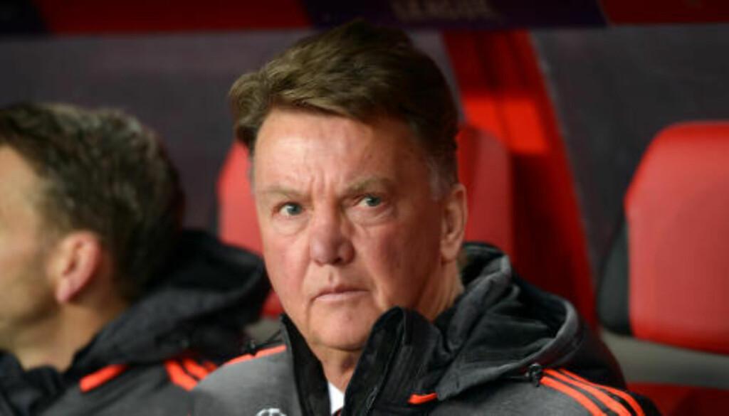 BEKYMRET?: Manager Louis van Gaal kan ikke ha blitt særlig imponert over spillerne sine i kveld. Foto: Scanpix