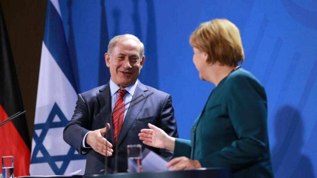 SNAKKET OM ALVORLIG SITUASJON:  Israels statsminister Benjamin Netanyau møtte Tysklands forbundskansler Angela Merkel i Berlin i går om den alvorlige situasjonen mellom israelere og palestinere. Foto: Simone Kuhlmey, Demotix/NTB Scanpix.
