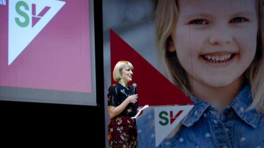 GOD NYHET: Kari Elisabeth Kaski er glad for meldingen om at partiet går fram i oktober. Her fra SVs valgvake på Rockefeller i Oslo tidligere i høst. Foto: Jon Olav Nesvold / NTB scanpix
