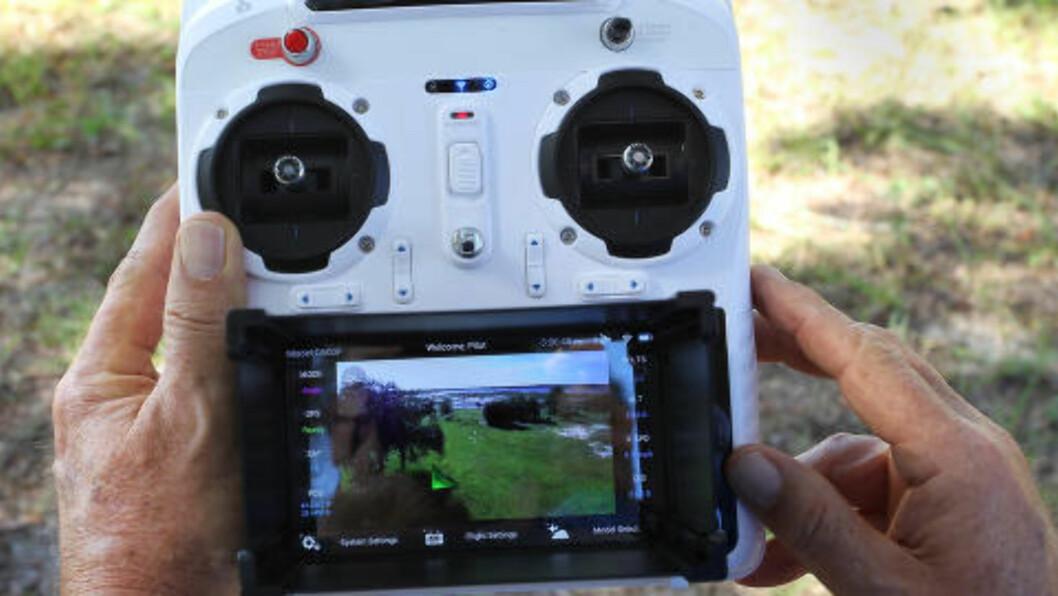 FIRST-PERSION-VIEW (FPV):  I Norge er det forbudt å styre dronen via/gjennom et videobilde fra et kamera montert ombord i fartøyet. Foto: Scanpix