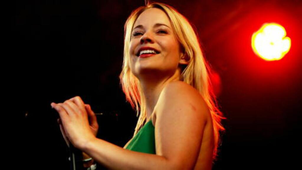 HYLLET: også utenfor Norge. Pitchfork kåret «Heartbeat» til 2004s beste singel og 2000-tallets 17. beste låt. Annie på Øyafestivalen 2005.  Foto: Eirik Helland Urke / Dagbladet