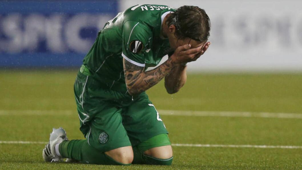 <strong>FORTVILTE:</strong> Stefan Johansen og Celtic fortvilte etter tapet mot Molde. Foto:  Action Images via Reuters / Peter Cziborra