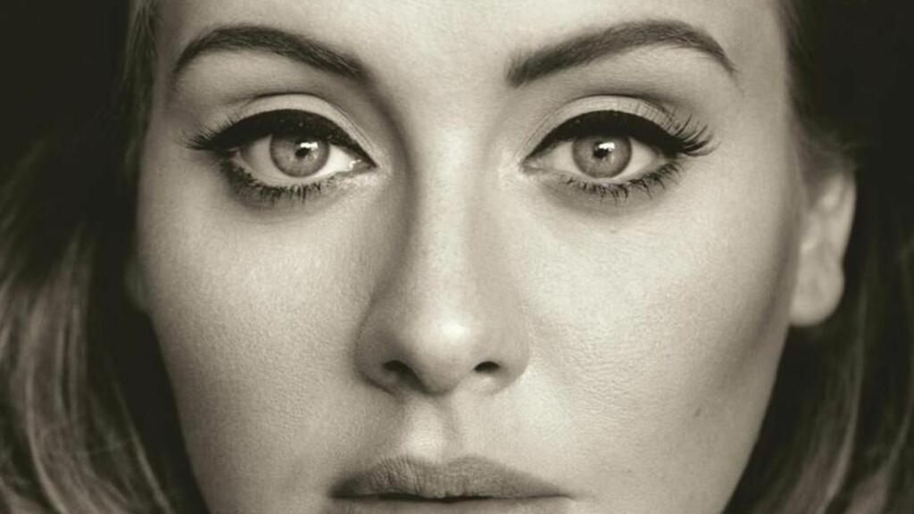 SÅR TELEFONSAMTALE: Adeles nye låt, «Hello», begeistrer vår anmelder. Foto: Colombia / AP