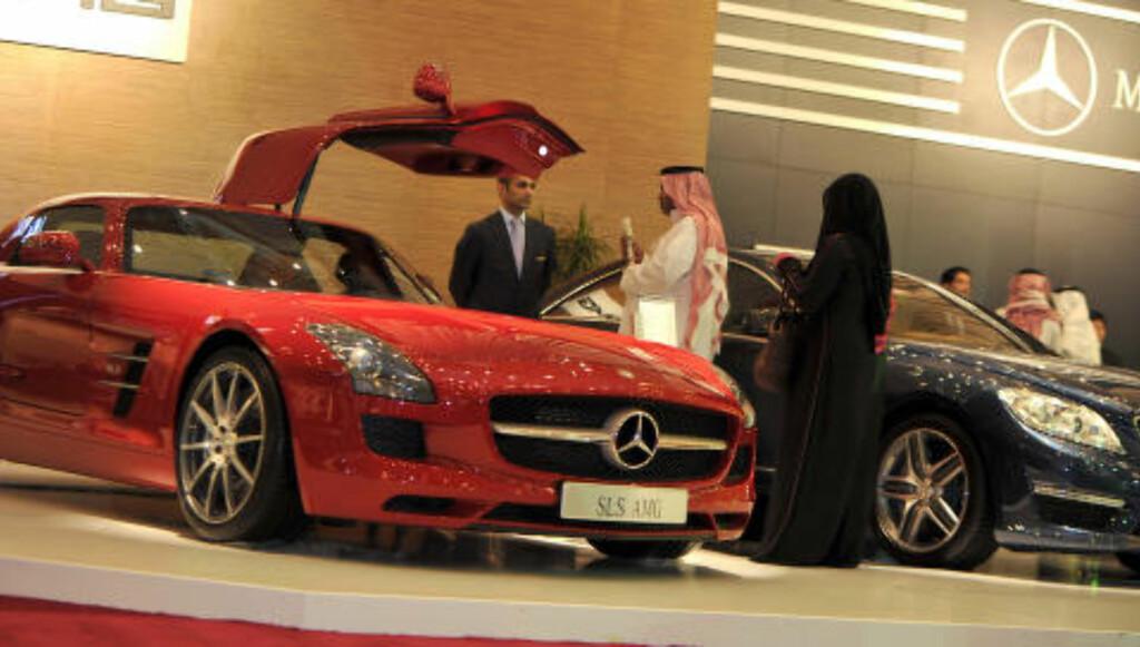 LUKSUSMARKED:  Bilforhandlerne har hatt gode dager i Saudi-Arabia. Foto: Amer Hilabi / AP / NTB Scanpix