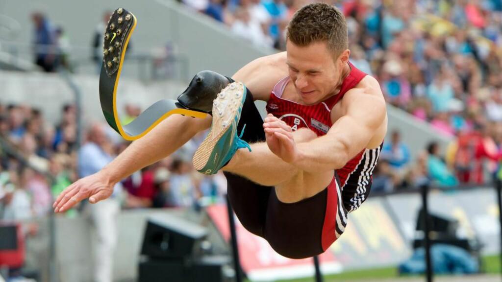 I VINDEN: Markus Rehm satte ny personlig rekord da han hoppet 8.40 i dag. Det ville vært langt nok til OL-gull i 2012. Foto: EPA/SVEN HOPPE/NTB Scanpix