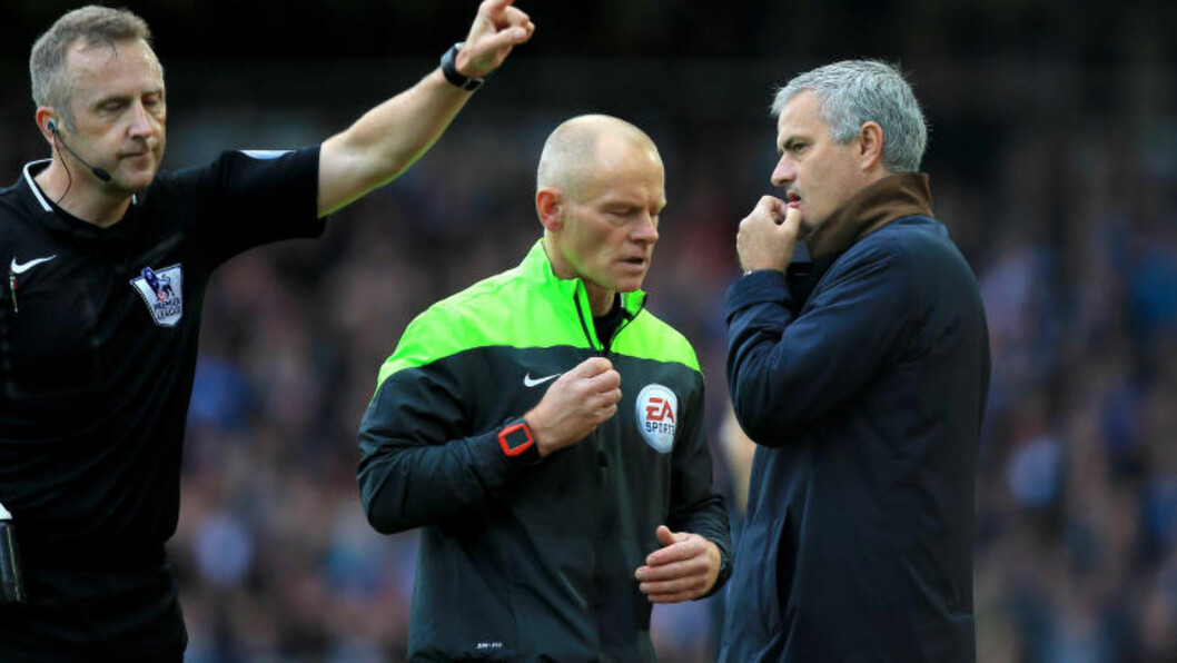DRAMA:  Chelseas manager José Mourinho ble sendt på tribunen i pausen mot West Ham. Foto: PA/ NTB Scanpix.