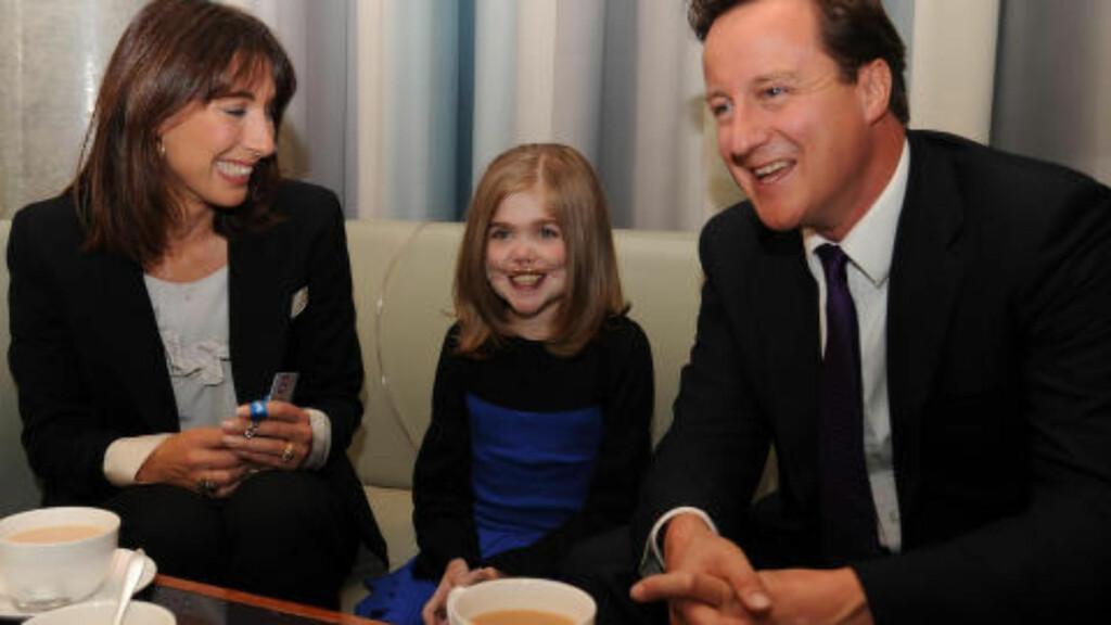 POPULÆR: Kirsty Howard sjarmerte en hel nasjon med sitt smil og store hjerte. Her sammen med statsminister David Cameron.
