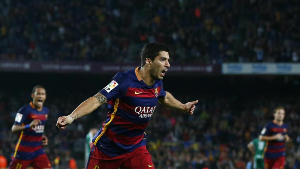 HAT TRICK: Barcelona fikk en tidlig kalddusj og havnet under mot Eibar. Da tok Luis Suarez ansvar, og scoret like greit hat trick. Foto: AP Photo/Manu Fernandez