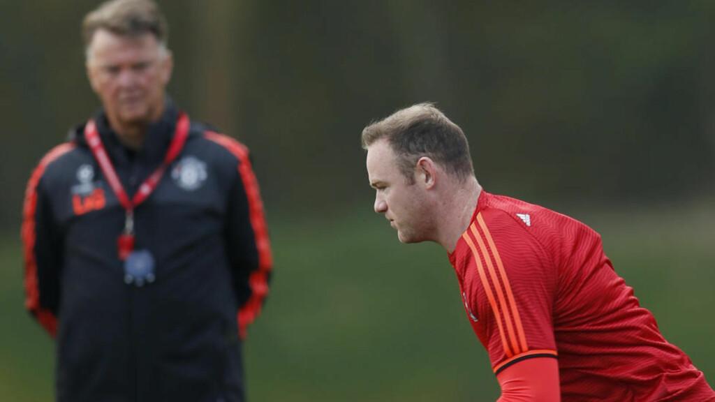 IRRITERT: Louis van Gaal ble skikkelig irritert da han fikk spørsmål om Wayne Rooneys form etter kampen mot Manchester City søndag. Foto: Reuters / Lee Smith