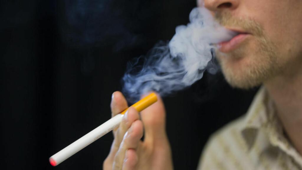 E-SIGG:  Regjeringen vil tillate salg av nikotinholdige e-sigaretter i Norge. Foto: Berit Roald / NTB scanpix