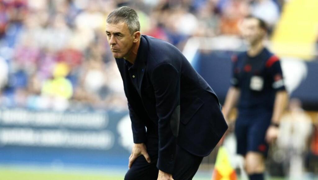 UTE. Lucas Alcaraz har fått fyken av ledelsen i La Liga-klubben Levante etter søndagens stortap.  Foto:  AFP/ JOSE JORDAN/NTB/Scanpix.
