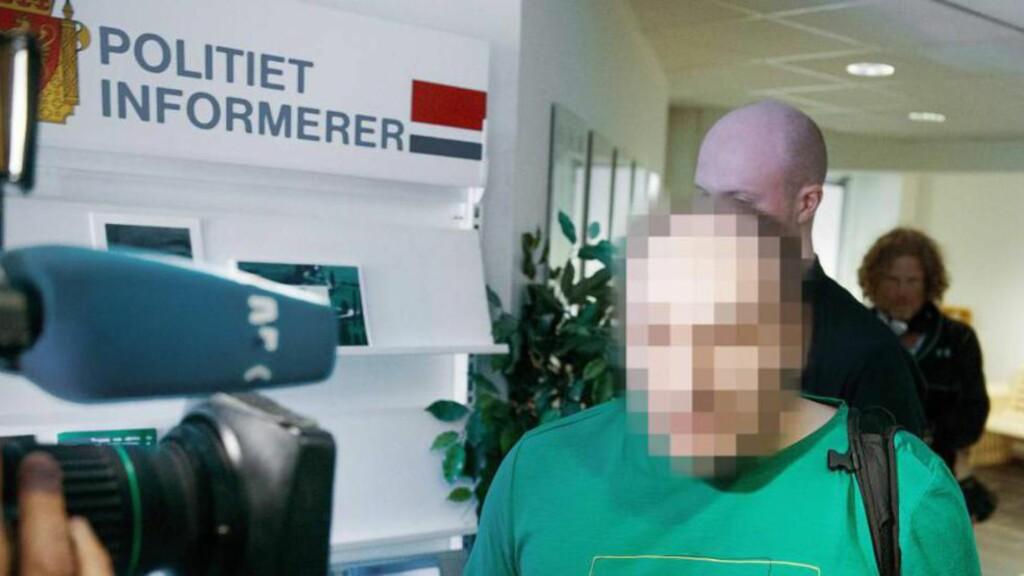 TILTALT FOR FRIHETSBERØVELSE, VOLD OG MISHANDLING: Den 44 år gamle næringsdrivende barnefaren skulle  møtt i Glåmdal tingrett i dag etter kidnappingen av døtrene i fjor sommer. Her etter et fengslingsmøte 23. oktober i fjor. Han har imidlertid levert sykmelding fra Russland, og saken er utsatt til 21. desember. FOTO: BJØRN LANGSEM/DAGBLADET.