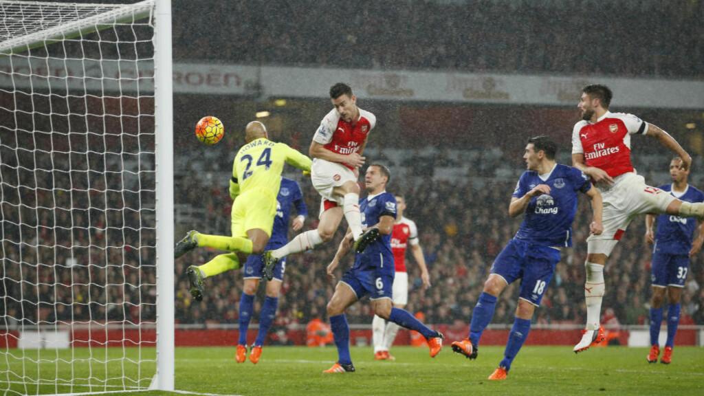 KRIGET INN MÅL:   Laurent Koscielny scoret da Arsenal slo Everton i helga. Foto: NTB Scanpix