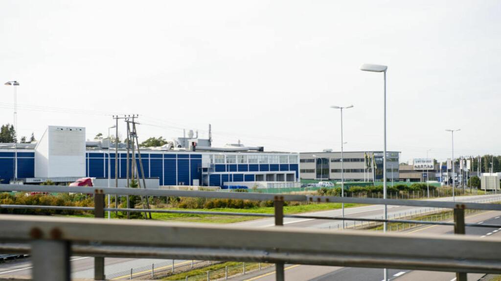 SPRENGT KAPASITET: Det tidligere Smart Club-bygget ved Råde i Østfold er omgjort til mottakssenter for asylsøkere. Den enorme økningen i asylsøkere som kommer til Norge gjør at UDI er på stadig jakt etter nye egnede bygg som kan huse asylsøkerne. Kapasiteten er nå sprengt, allerede halvannen uke etter åpning. Foto: Jon Olav Nesvold / NTB scanpix