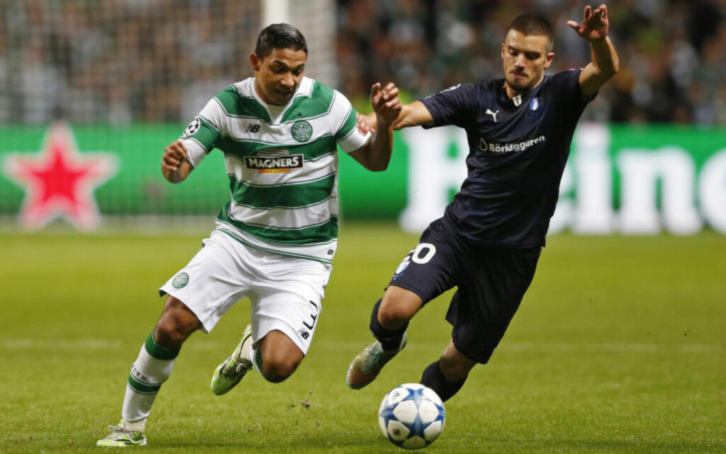 BLE SLÅTT: Emilio Izaguirre, her mot Malmös Vladimir Rodic, måtte sy i øret etter slåsskampen på dagens Celtic-trening. Foto: Action Images / Reuters / Carl Recine / NTB Scanpix
