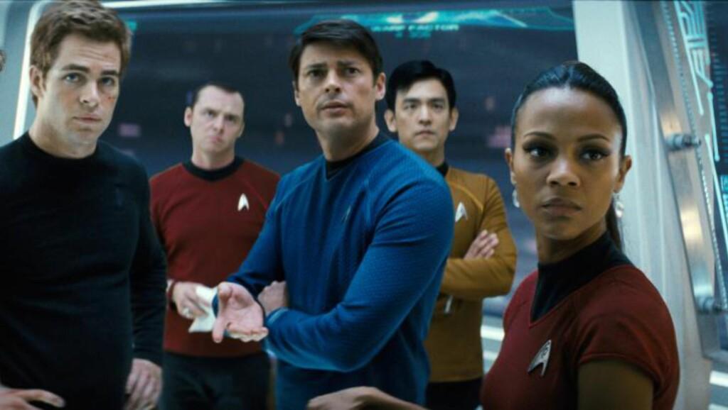 ROMFARTS-ACTION: Zoe Saldana (t.h.) har vært å se som Nyota Uhura i de to nyeste Star Trek-filmene. Hun er også med i den tredje, og det er altså også Carlo Ancelotti. Foto: NTB Scanpix