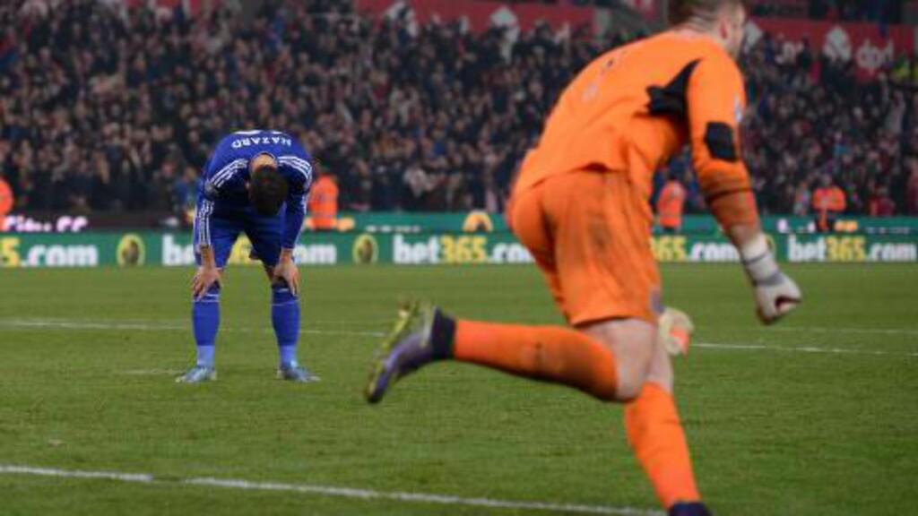 BOM: Eden Hazard fortviler, mens Stoke-keeper Jack Butland jubler tilsvarende.