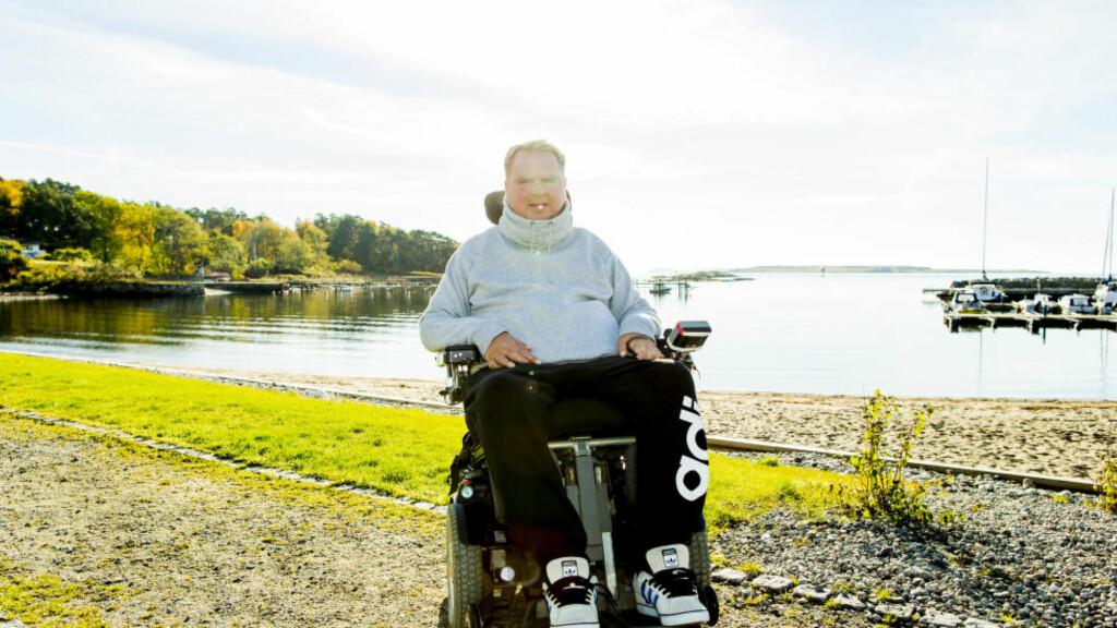 Larkollen  20151019. Dagfinn Enerly fotografert ved Lersbaugen strand i Larkollen mandag formiddag. Det er ti år siden den tidligere fotballspilleren brakk nakken og havnet i rullestol. Foto: Vegard Wivestad Grøtt / NTB scanpix