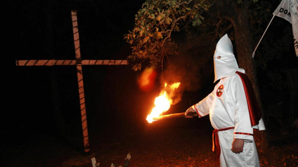 ADVARER:  En anonym gruppe skriver nå at de vil avsløre identiteten til 1000 medlemmer av Ku Klux Klan i USA. Foto: Rainier Ehrhardt/Reuters/Scanpix