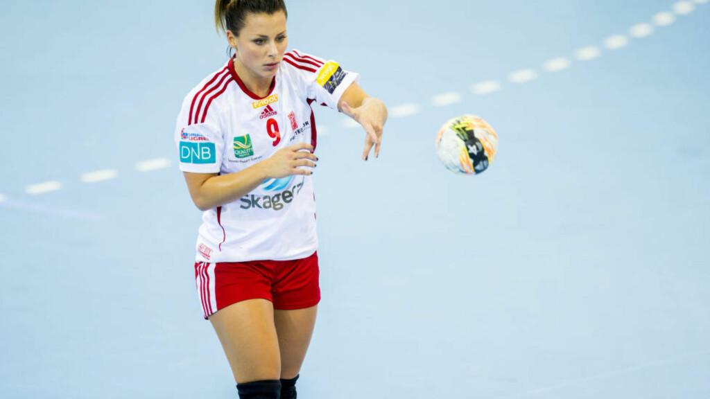 - BEDRE: Nora Mørks ankelskade er ikke verre enn at hun onsdag reiste til Ljubljana hvor Larvik skal spille mesterligakamp fredag. Foto: Vegard Wivestad Grøtt / NTB scanpix