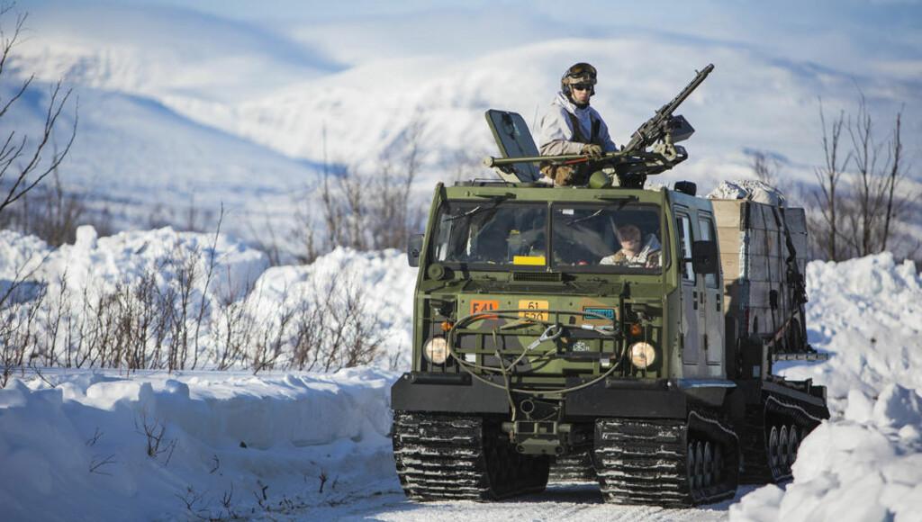 ARBEIDSHEST: Forsvaret har nå rundt 1000 Hägglund BV206 beltevogner. Her er en av dem i bruk under Joint Viking øvelsen i mars i år. Det var vogner av denne typen som ble solgt til russere i perioden 2005 - 2009. Foto: Anette Ask/Forsvaret