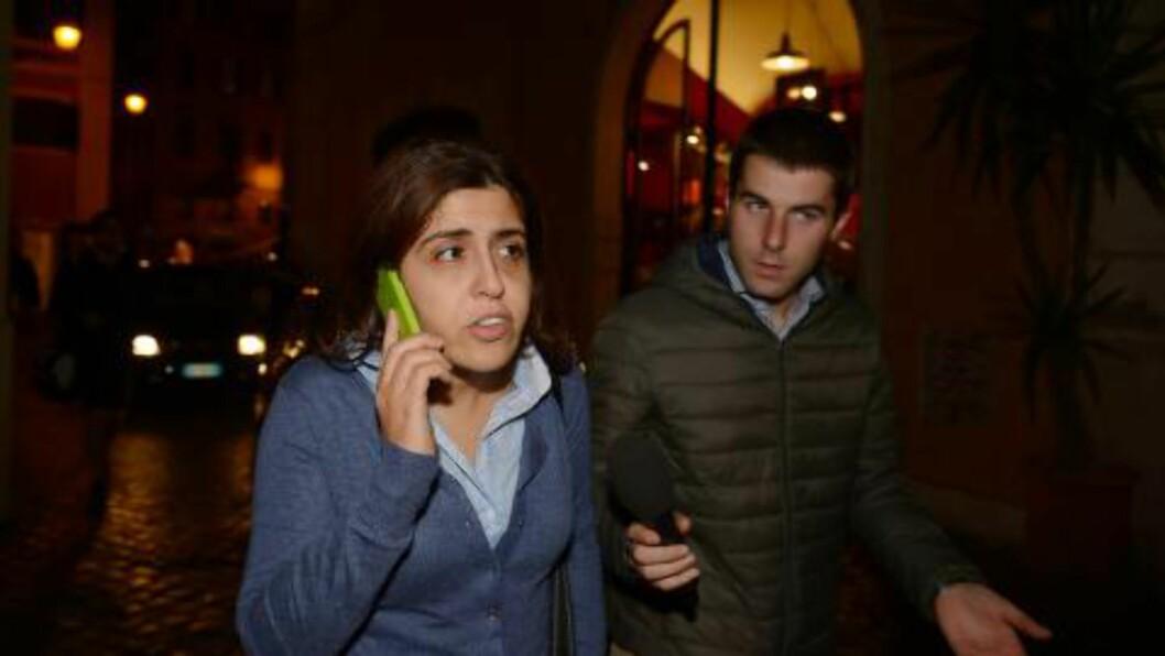 LØSLATT:  Vatikanets PR-ekspert Francesca Chaouqui etter at hun ble løslatt tirsdag kveld. Foto: VINCENZO PINTO, AFP/NTB Scanpix.