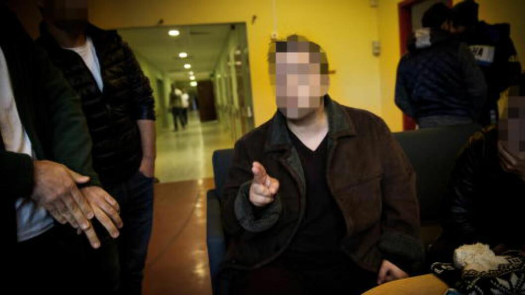 <strong>TALSPERSON:</strong> Den 37 år gamle mannen fungerer som talsperson for asylsøkerne. Han ønsker ikke å stå fram med navn fordi han har sett rasistiske kommentarer på nettet skrevet av nordmenn. Foto: John T. Pedersen / Dagbladet