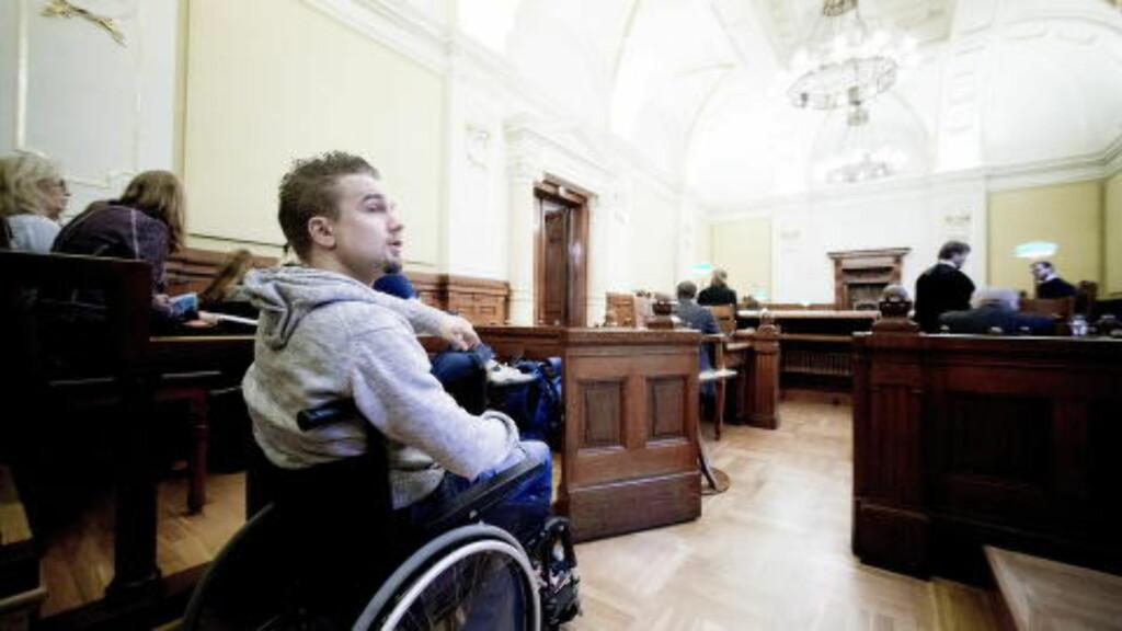 GLAD: Torbjørn Kiil Karlsen (25) knuste staten i retten, etter mange års kamp. Foto: Bjørn Langsem / Dagbladet