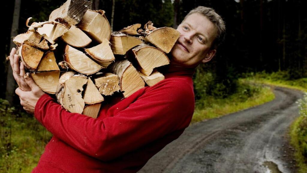 TRAFF EN NERVE: Forfatter Lars Mytting skrev bok om vedstabling og fyring. Det var ikke så sært som man skulle tro. Foto: Agnete Brun / Dagbladet