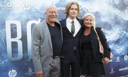 GJØR SOM PAPPA: Nils Ole Oftebro har sønnen Jonas Hoff Oftebro sammen med kona Anette Hoff. Jonas har også startet en skuespillerkarriere i likhet med sin far. Foto: Berit Roald / NTB scanpix
