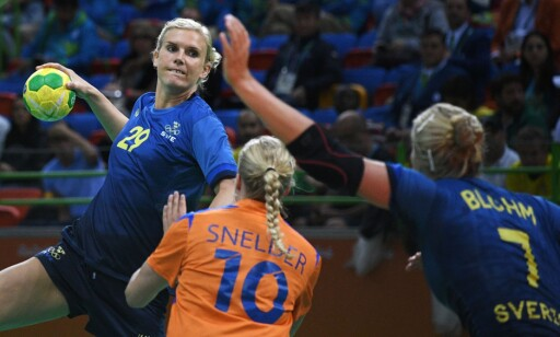 KLAR TALE: Jenny Alm mener det er på tide at Norge vippes ned fra håndball-tronen. Foto: AFP PHOTO / Roberto SCHMIDT