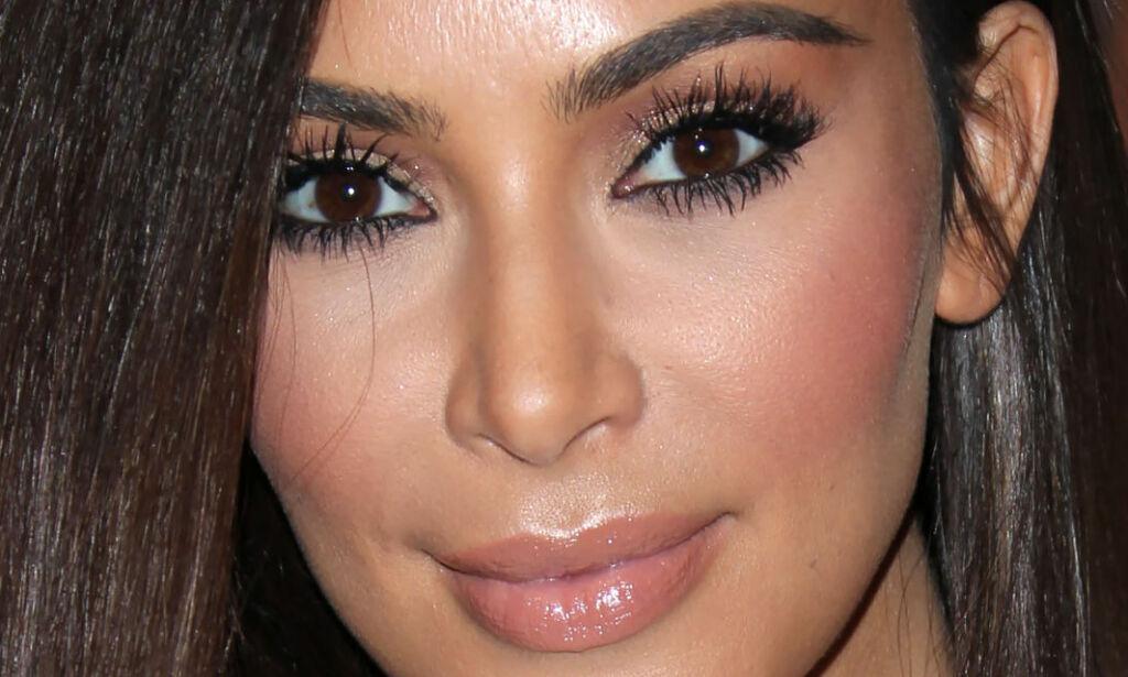 image: Har nektet hardnakket i alle år. Nå innrømmer Kim Kardashian rumpebløff