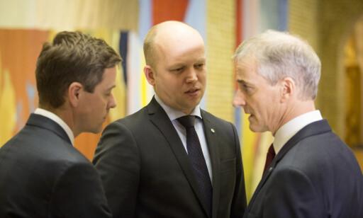 ADVARER: Nikolai Astrup advarer Knut Arild Hareide (til venstre) mot regjeringssamarbeid med Jonas Gahr Støre og Trygve Slagsvold Vedum. Foto:Scanpix
