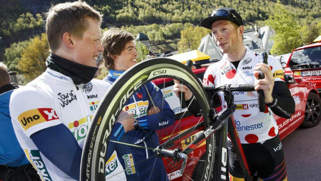 POSITIV TEST: Vegard Robinson Bugge (til høyre) har avlagt en positiv dopingtest. Her avbildet under Tour of Norway tidligere i år.  Foto: Heiko Junge / NTB Scanpix