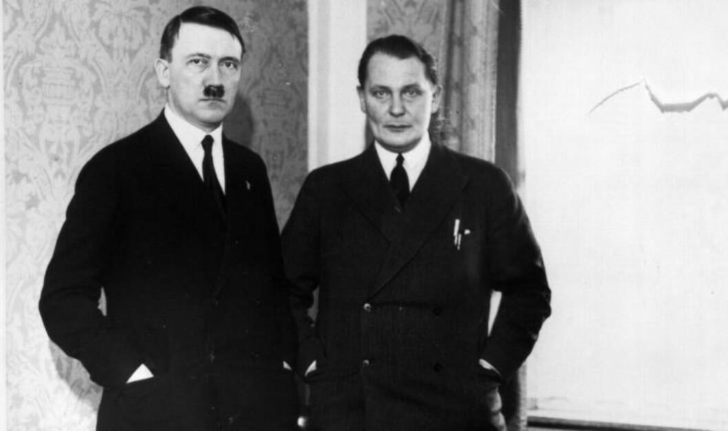 <strong>RASENDE:</strong> Adolf Hitler og Hermann Göring på bilde sammen fra rundt 1933. Senere ble det et anstrengt forhold mellom de to. Foto: Heinz Roehnert/NTB Scanpix
