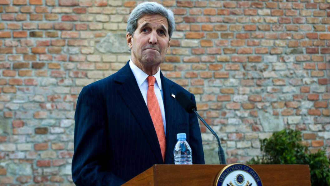 TROLIG FORNØYD:  USAs utenriksminister John Kerry kunne tirsdag morgen konstatere enighet omkring en atomavtale med Iran. Foto: Xinhua/Qian Yi