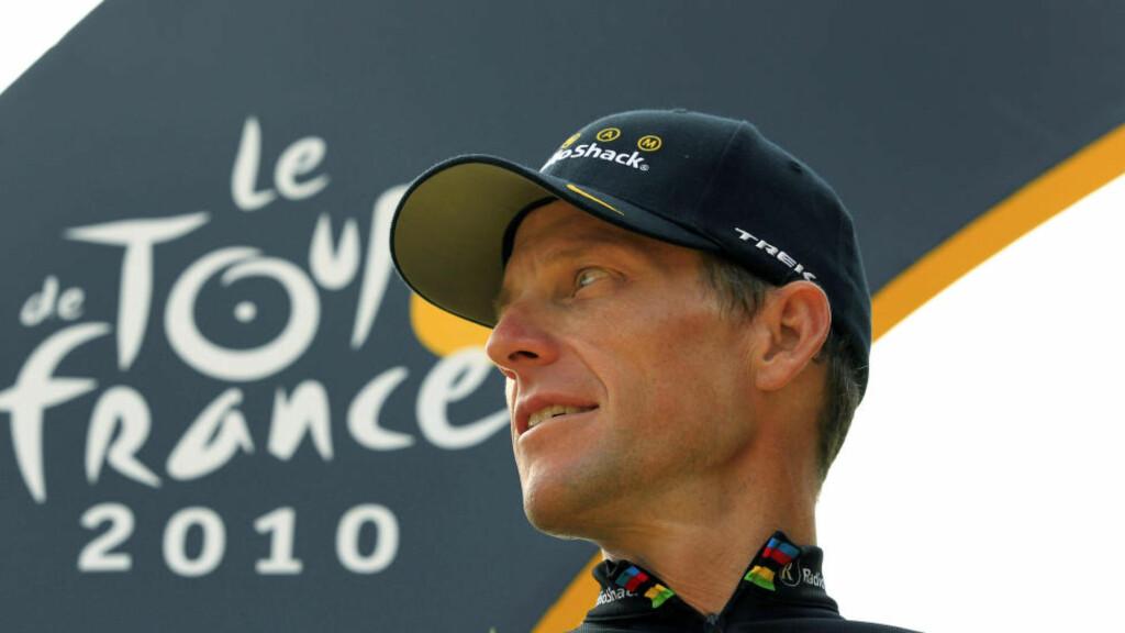 FÅR KRITIKK: Lance Armstrong ble fratatt sju Tour de France-seirer etter at han innrømmet å ha dopet seg til samtlige. Nå får en Twitter-melding sykkelfansen til å rase. Foto: AP Photo/Bas Czerwinski